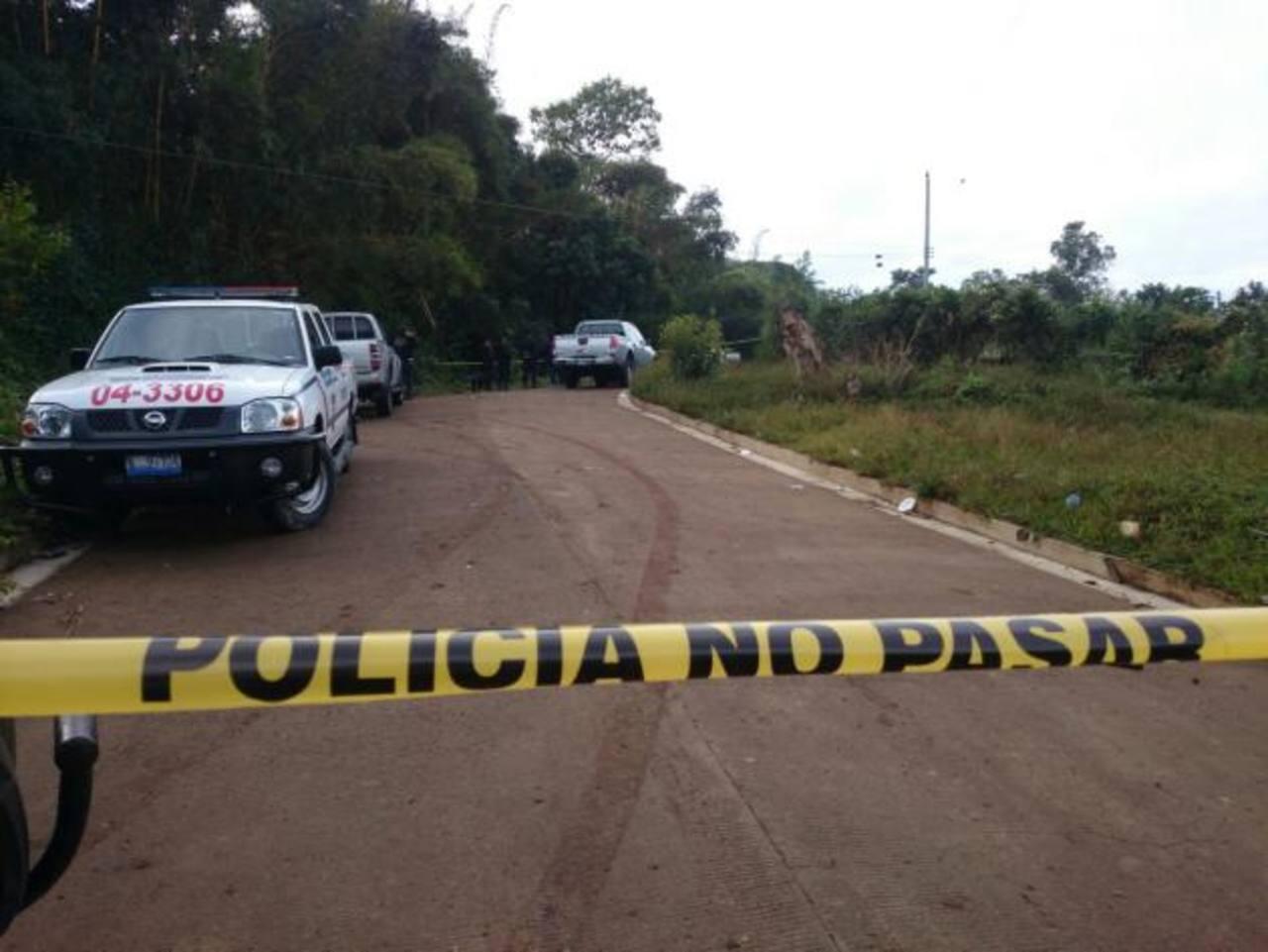 PNC custodia escena de triple homicidio en La Libertad.