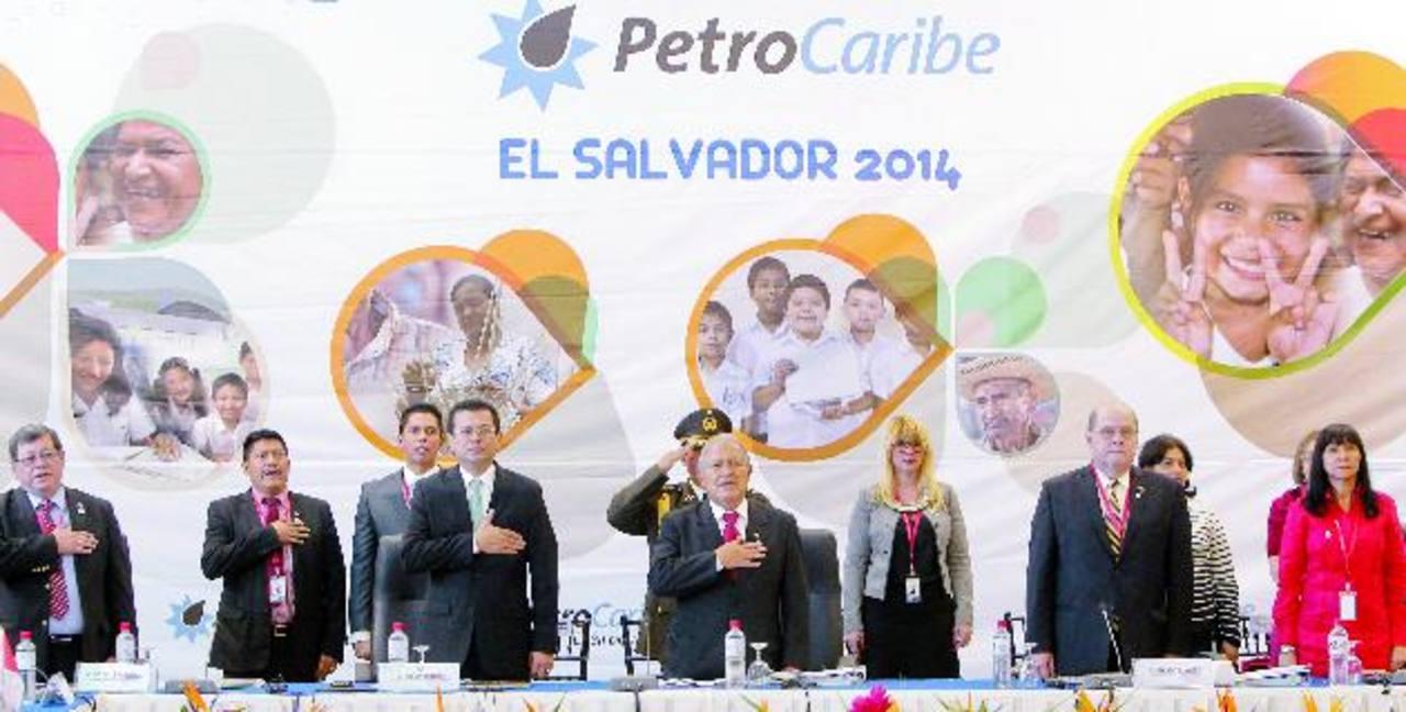 Estrechar relaciones con Venezuela fue una de las primeras acciones del gobierno de Salvador Sánchez Cerén. foto edh