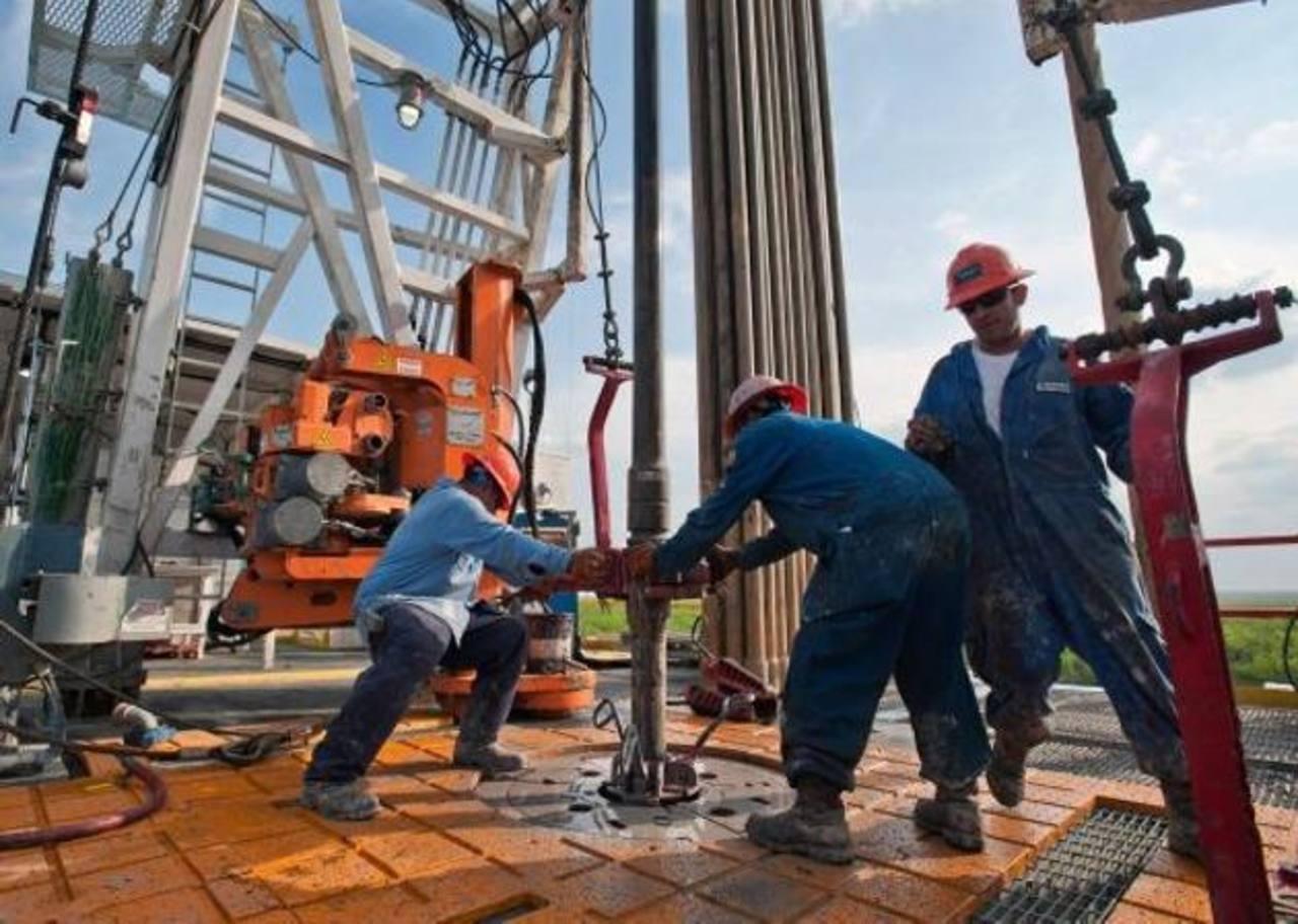 El precio del petróleo ha caído a precios más bajos desde 2009, en la época de la crisis. / archivo