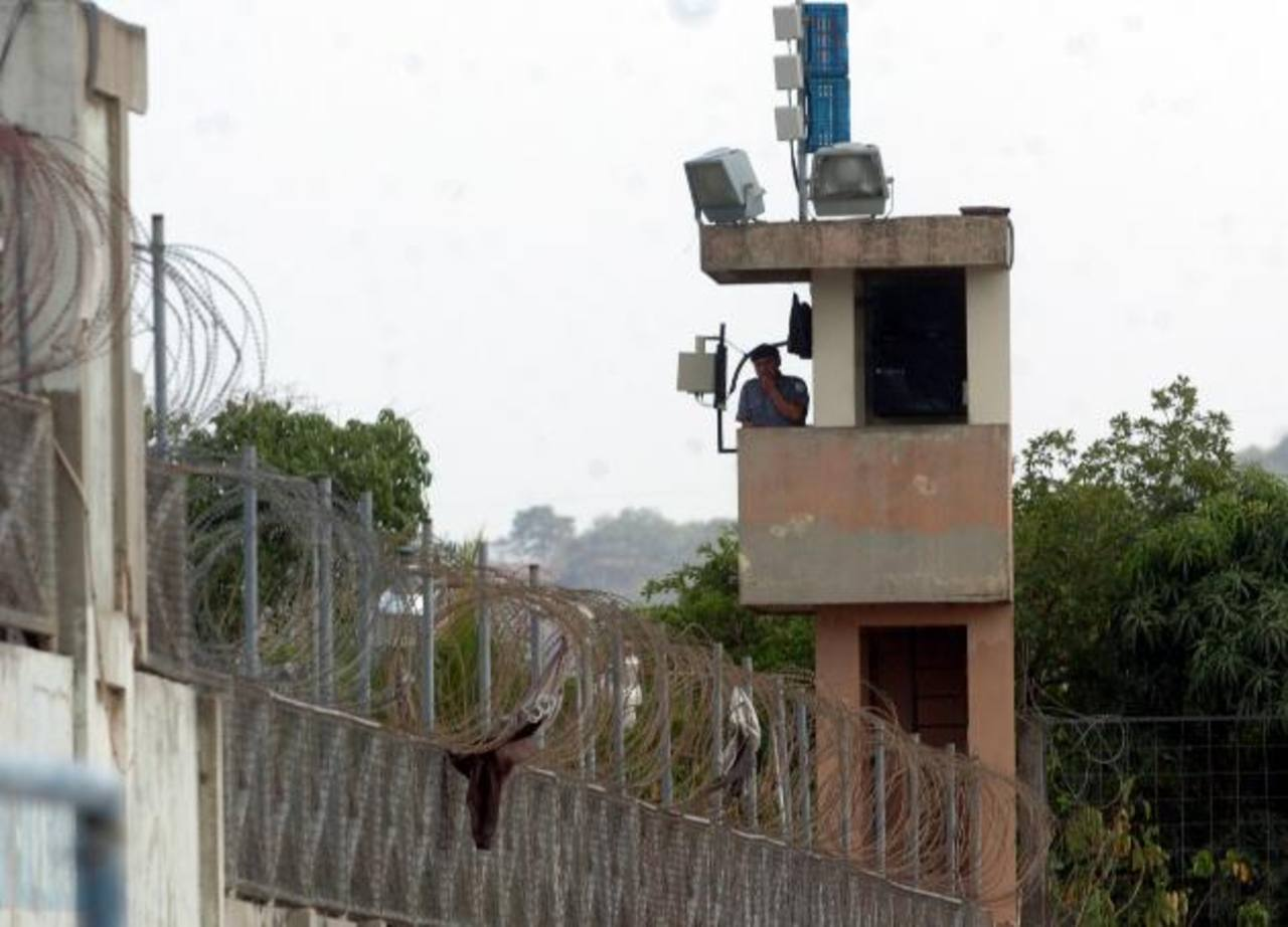 Joaquín Antonio Dimas Morales, subdirector del penal de Chalatenango, fue atacado a la salida del reclusorio. Foto EDH / Archivo.