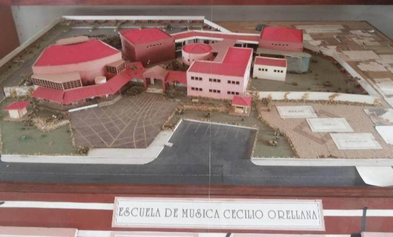 Hace un par de años, estudiantes de diseño del Instituto Técnico Ricaldone les elaboraron esta maqueta. Solo han construido dos edificios.