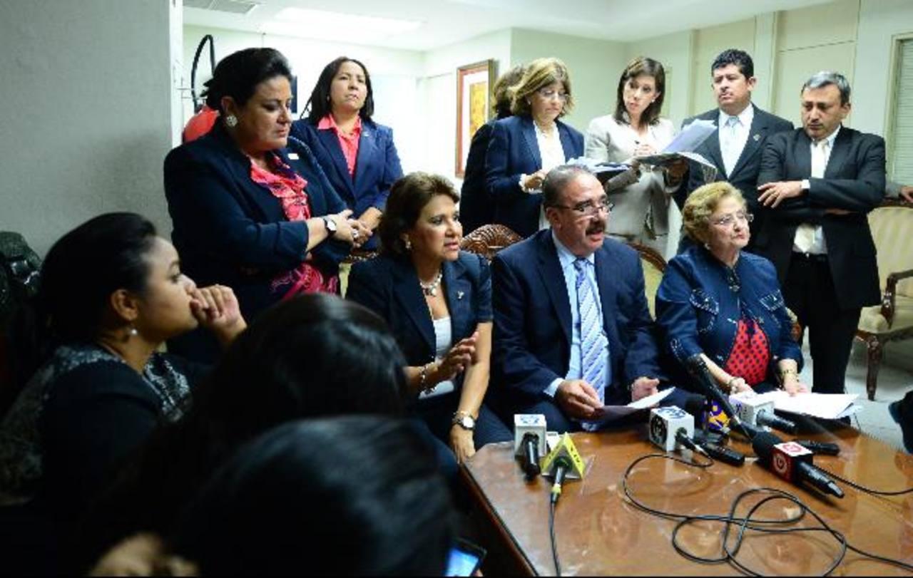 """La bancada tricolor se pronunció ayer en contra del aval del presupuesto por estar """"desfinanciado"""". Foto EDH / jorge reyes"""