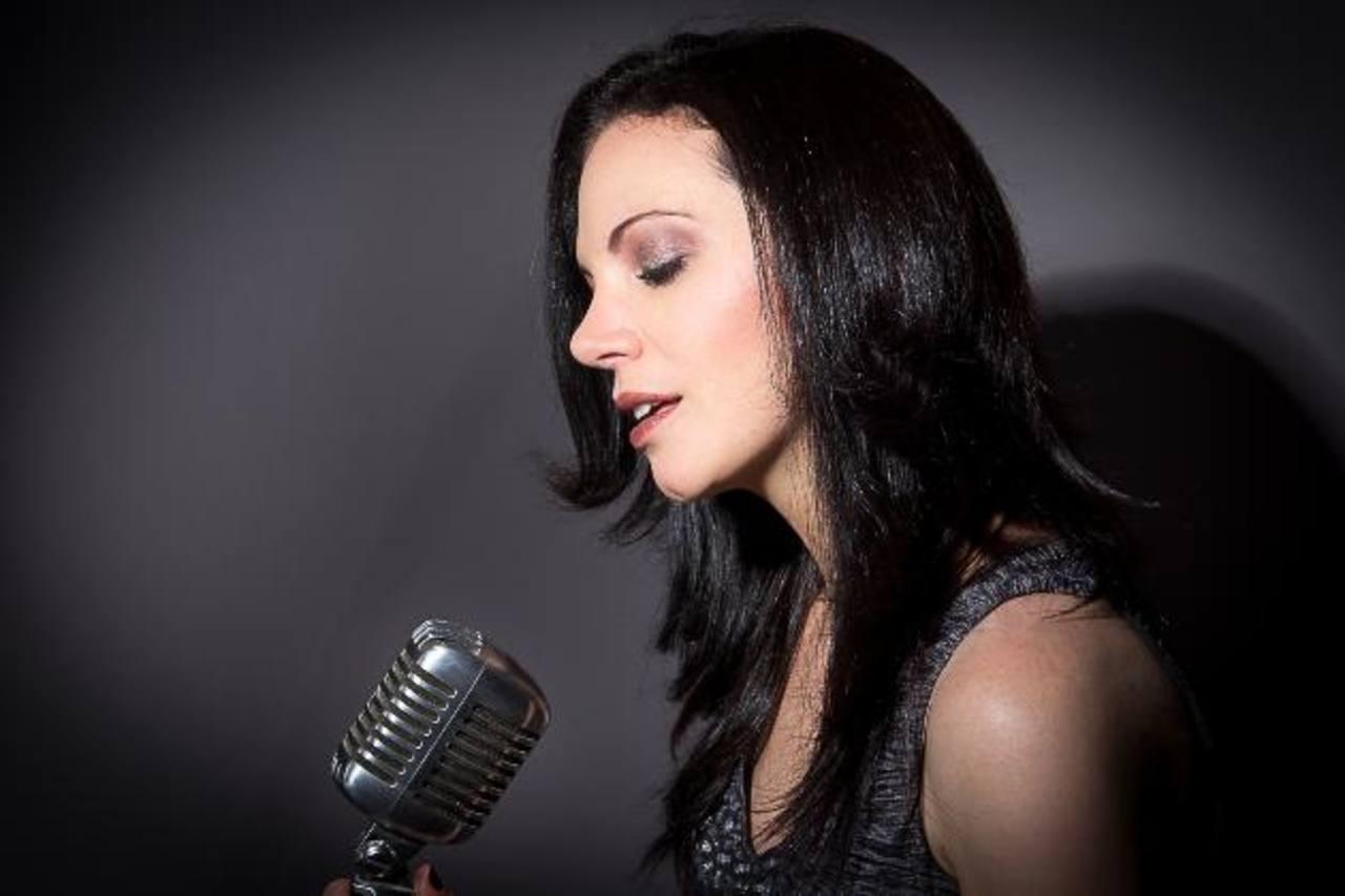 La cantante mexicana Julia Vari, invitada especial del concierto, a realizarse en Fepade, a partir de las 7:30 de la noche.
