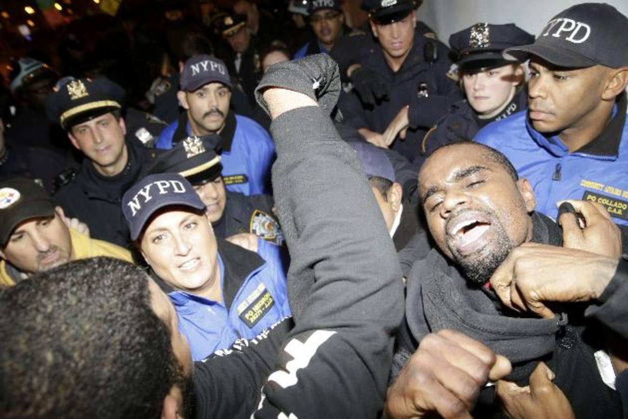 En la entrada del Túnel Lincoln, en Nueva York, también hubo confrontaciones entre manifestantes y la policía.