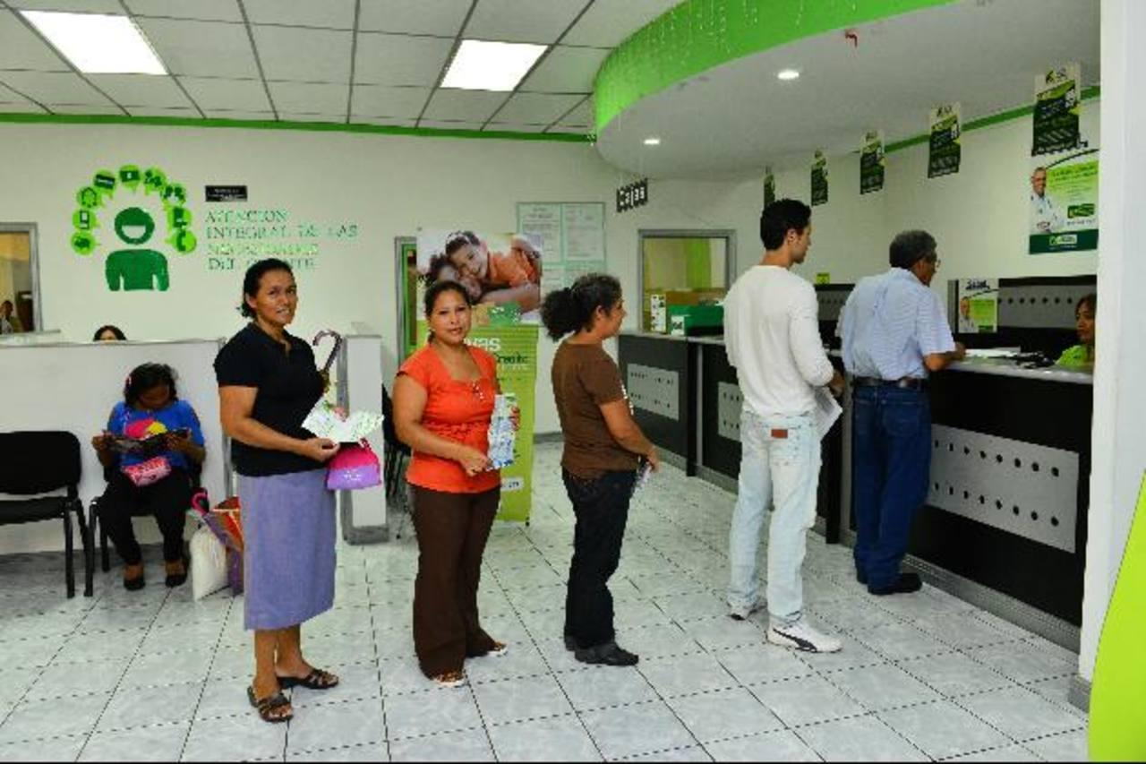 Fedecrédito está integrado por 48 cajas de crédito y siete bancos de los trabajadores. Foto EDH