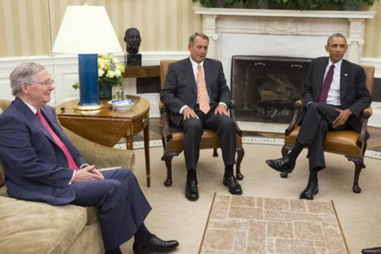 Barack Obama junto a Mitch McConnell (izq) y John Boehner (centro), ambos líderes republicanos. foto edh/archivo