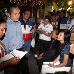 El candidato dijo que seguirá recogiendo insumos en colonias y comunidades para incluirlas en su plan. foto edh / Cortesía