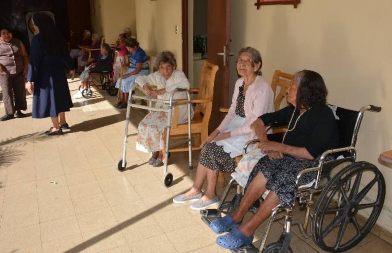 El orfanato necesita la ayuda de personas altruistas para atender a sus ancianos. Foto EDH / Cristian Díaz