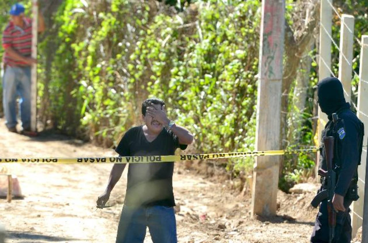 Un hombre fue asesinado a balazos en la comunidad Las Granadillas, en la colonia Escalón. Foto EDH / René Quintanilla.
