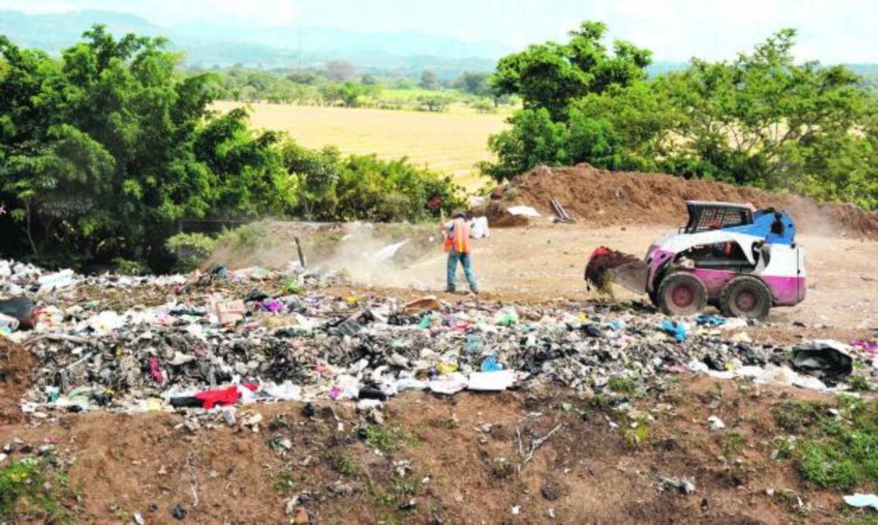 El relleno sanitario de Atiquizaya está llegando a su límite. Es por ello que la comuna de la localidad está gestionando la construcción de una segunda fase. Fotos EDH / Cristian Díaz