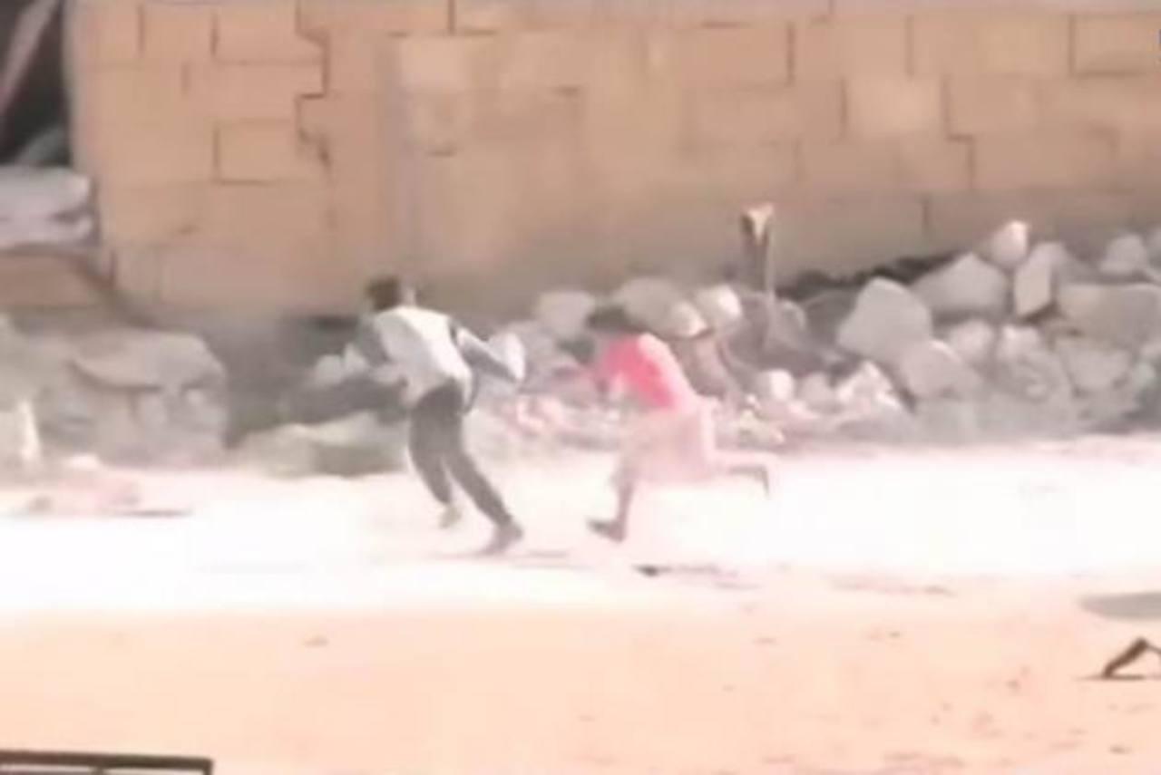 Impactante video: Niño sirio finge su muerte para salvar a su hermana