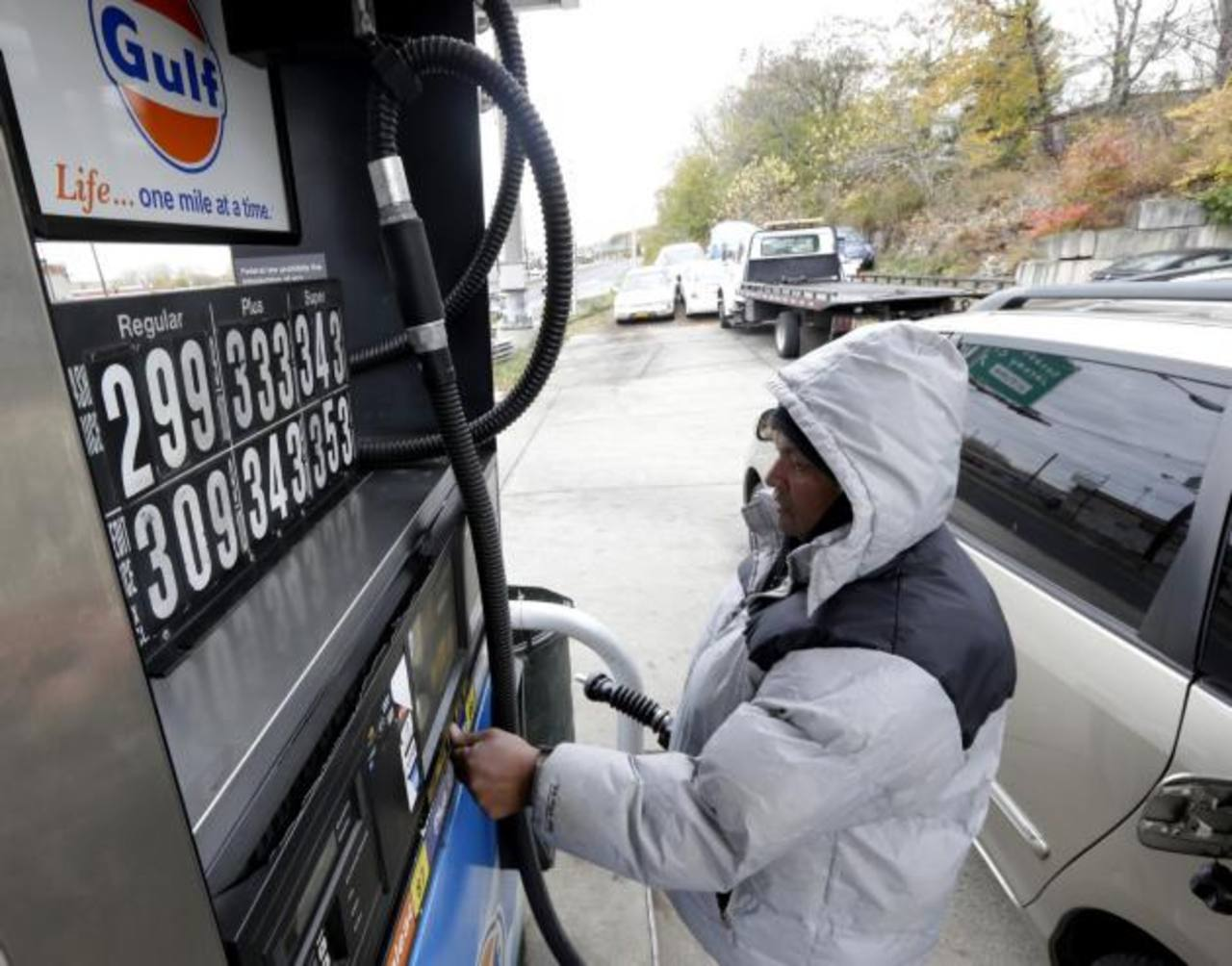 El galón de combustible está a $3.73 en promedio. foto edh /