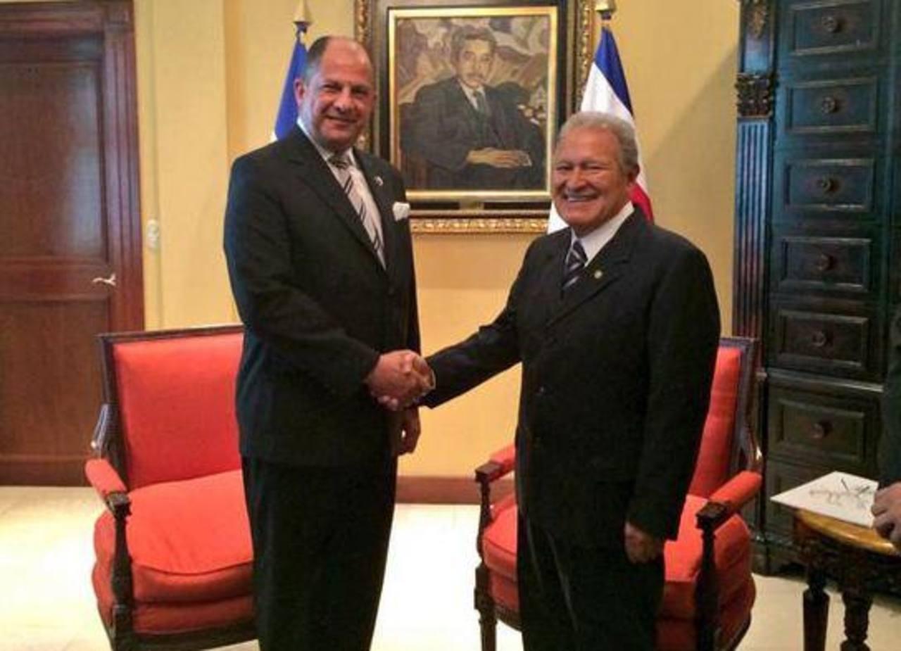 Sánchez Cerén recibió en Casa Presidencial a su homólogo de Costa Rica, Luis Guillermo Solís.