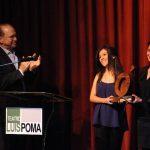 El presidente del Grupo Poma, Ricardo Poma, hizo entrega del reconocimiento al proyecto ganador. Fotos EDH / Lissette Monterrosa