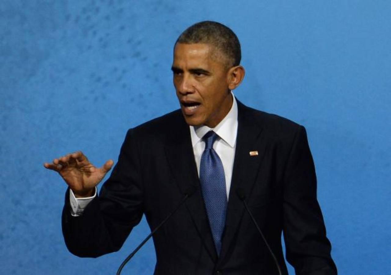 A la izq. un grupo de menores inmigrantes que llegó solo a EE. UU. en julio de este año; a la der. Obama en una de sus intervenciones durante la gira que realiza por Asia . foto edh / AP
