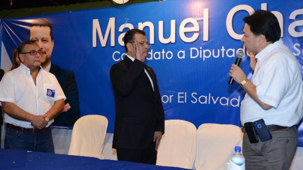 Juramentación de Manuel Chacón como candidato a diputado de San Salvador por el PCN.