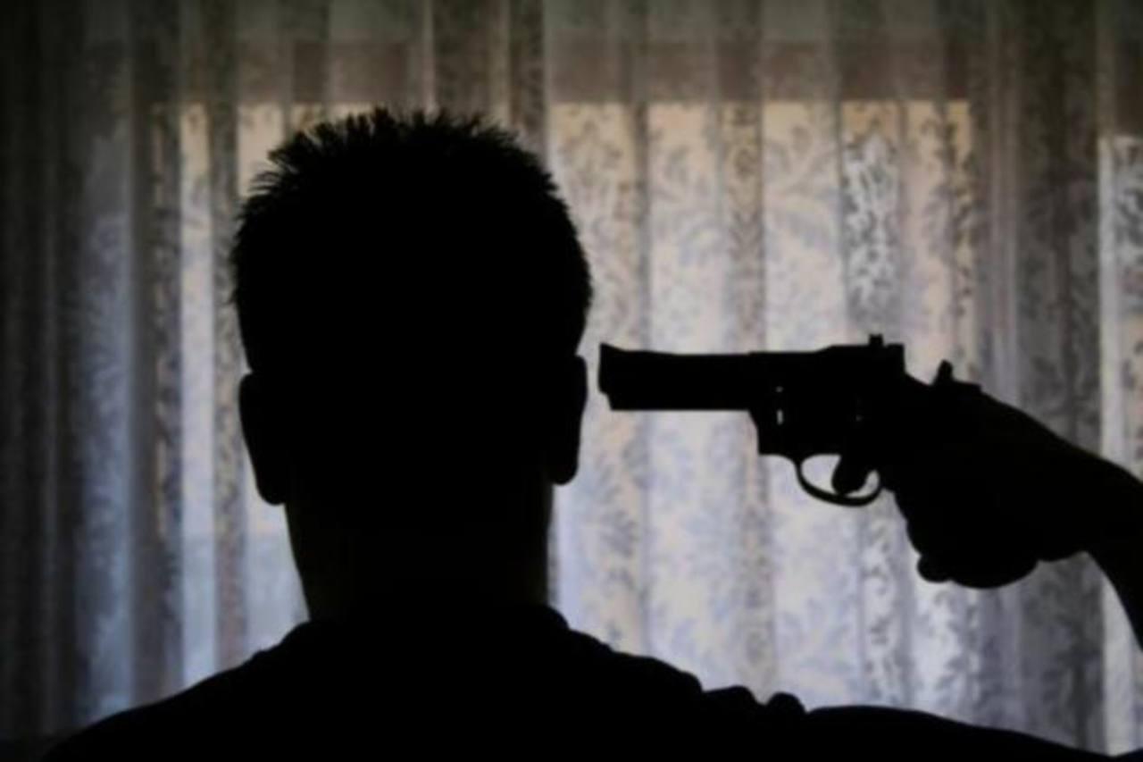 Por tomarse selfie posando con arma, chico de Argentina se dispara en la cabeza