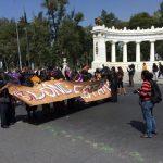 Diversas organizaciones cívicas mexicanas no quitan el dedo del renglón para exigirle al gobierno que encuentre a los estudiantes.