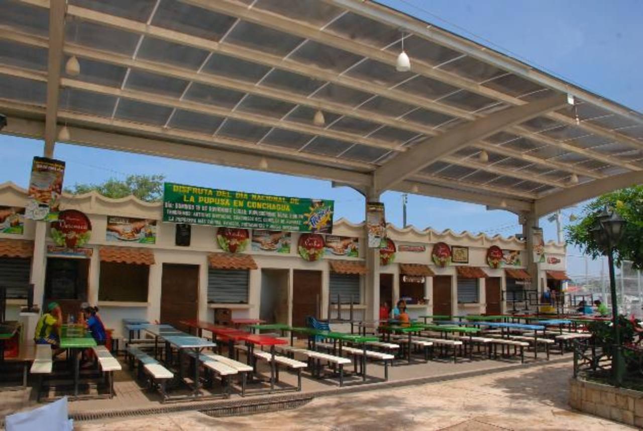 Pupuseras están listas para atender a todos los visitantes. Foto EDH/ insy Mendoza