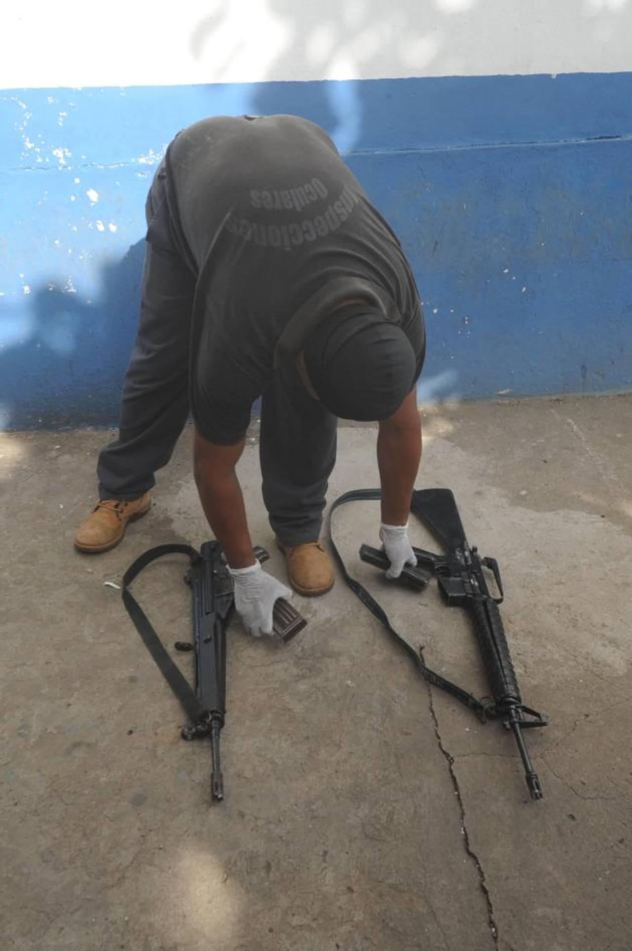 El 9 de julio, la Policía decomisó dos fusiles M-16, propiedad de la FAES, a pandilleros de la comunidad Las Palmas.