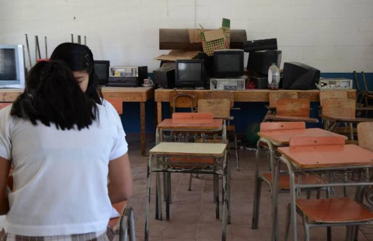 Según profesores del centro educativo El Paraíso Arriba, en San Pedro Perulapán, aún no reciben el pago correspondiente a siete meses de trabajo. foto edh / ARCHIVO