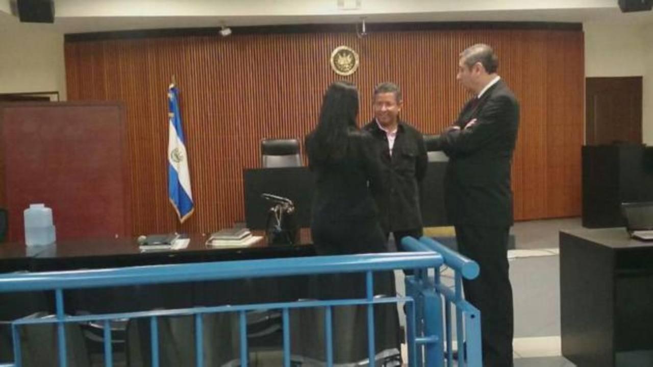 Francisco Flores enfrenta audiencia de revisión de medidas
