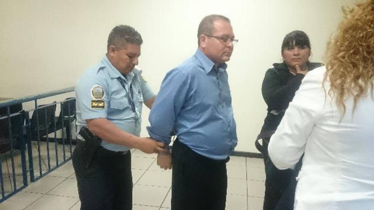Teniente José Arístides Figueroa fue detenido ayer para garantizar su presencia hoy, en la lectura del fallo. Foto/ EDH