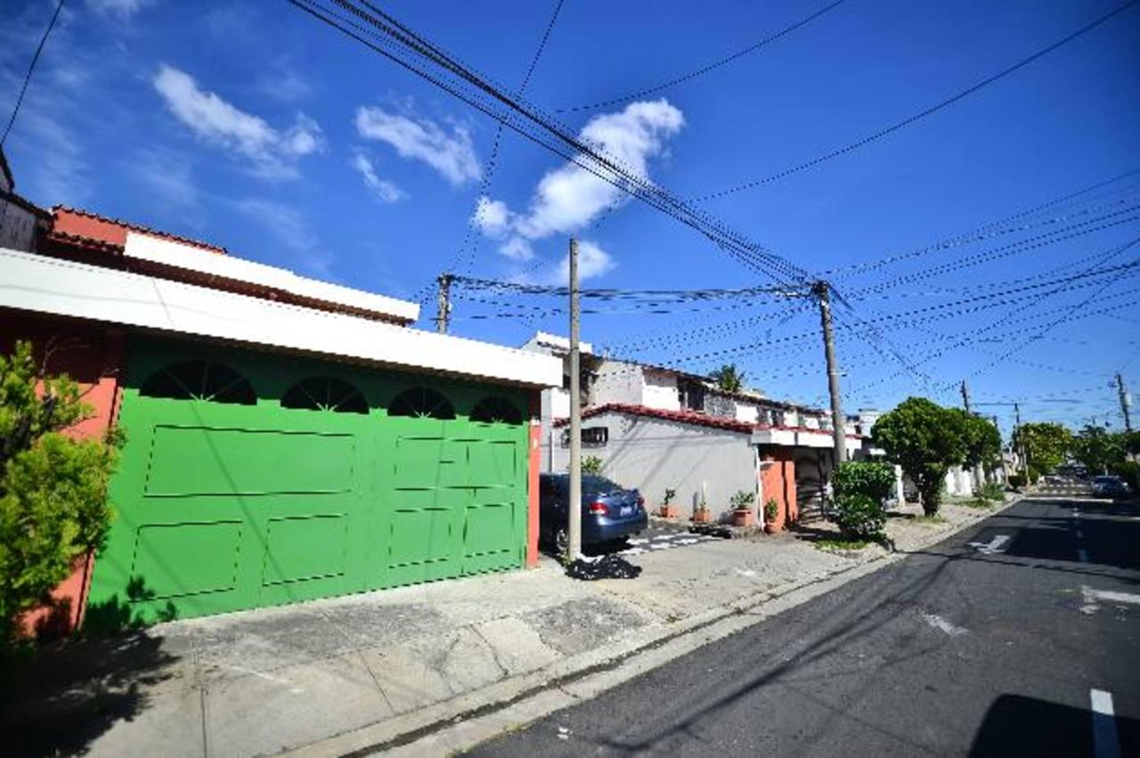 Los residentes de Santa Elena y colonias aledañas se encuentran con problemas de abastecimiento desde hace más de un mes por las fallas en el pozo La Esmeralda. Foto edh / archivo