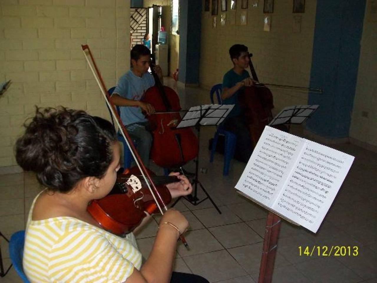 """Más de un centenar de niños y jóvenes son formados en la academia de música """"Cecilio Orellana"""". Foto EDH / cortesía"""