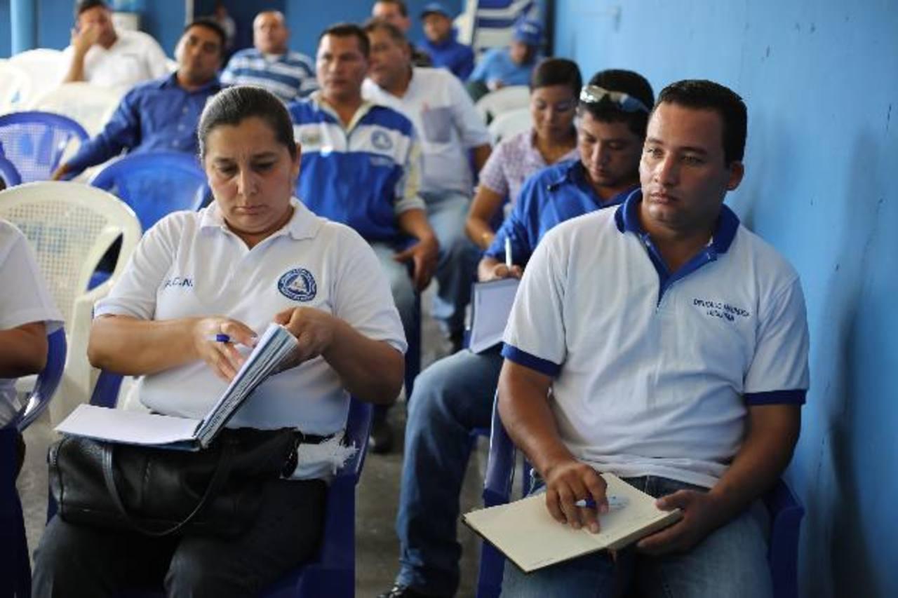 Yesenia Bonilla, candidata de San Francisco Javier y Saúl Nieto, candidato de Alegría, en la reunión del partido. Foto EDH / PCN
