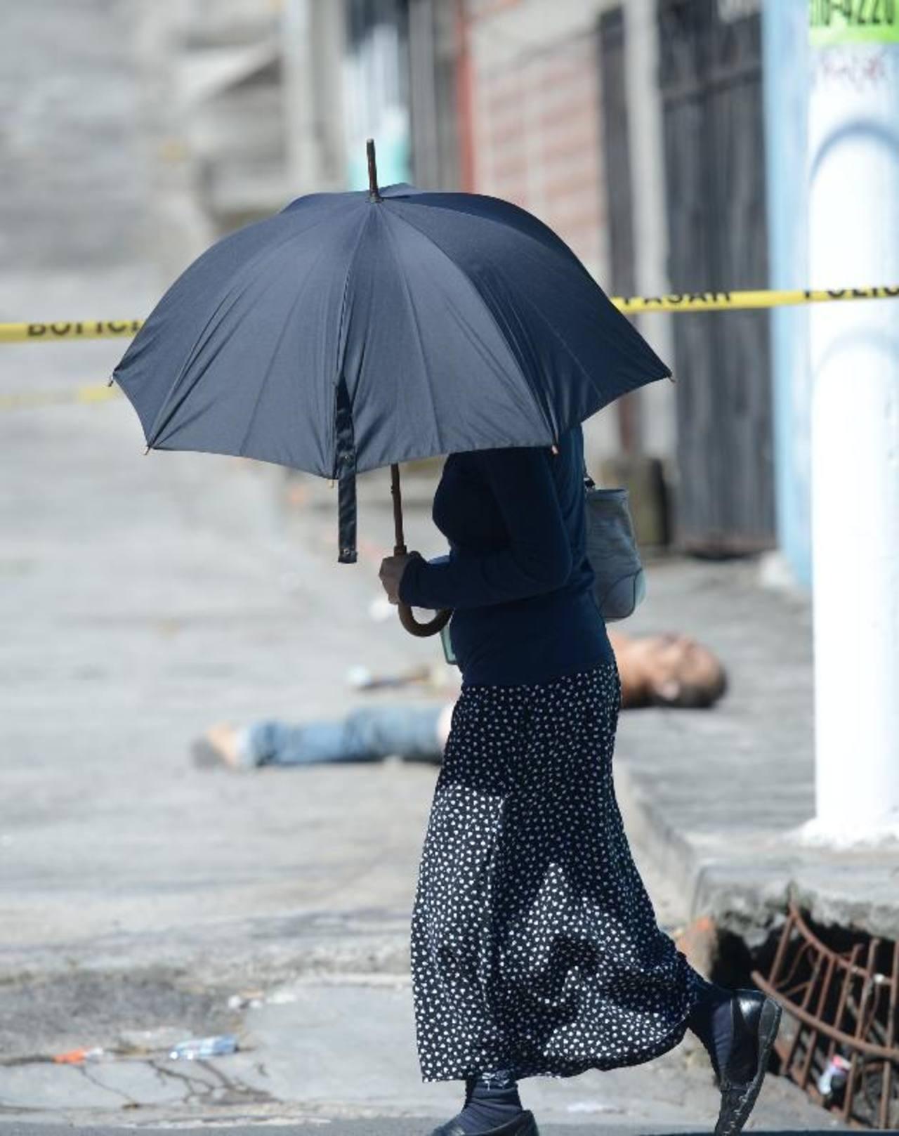 Ayer por la tarde mataron a un hombre en la comunidad y calle El Progreso, en Mejicanos. Foto EDH / Douglas Urquilla.