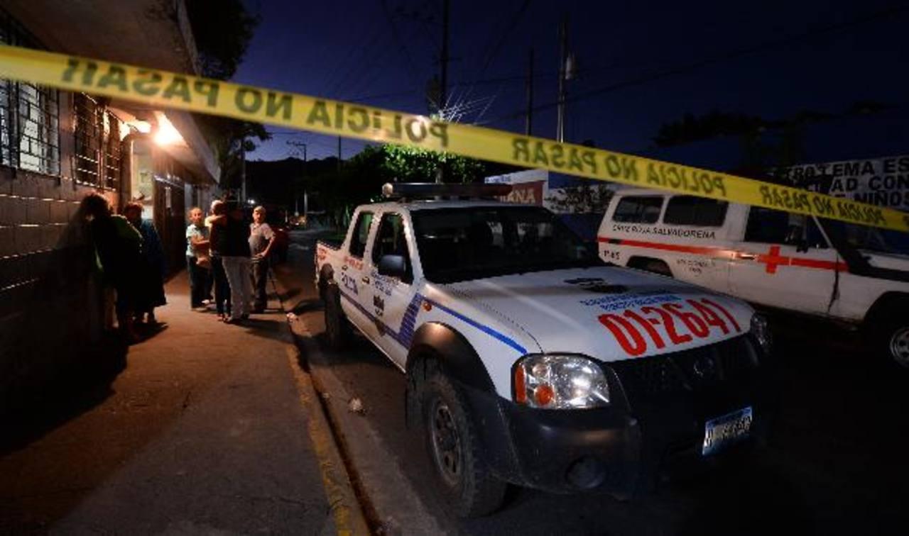 Bryan Campos murió cuando recibía asistencia en Cruz Roja. Se cree que él era el blanco de los delincuentes. Foto EDH / j. anaya