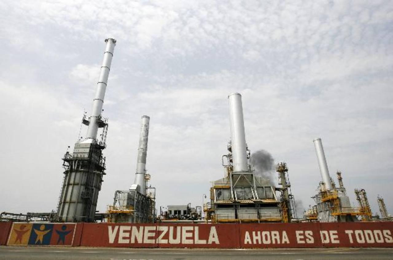 La economía de Venezuela depende, en gran medida, del precio del petróleo, que es de donde obtiene sus ingresos para mantenerse. foto EDH/archivo