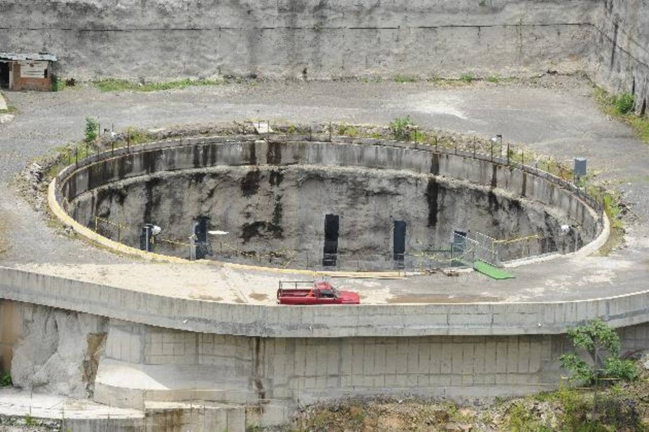 Vista panorámica del hoyo dejado por Astaldi en el proyecto El Chaparral, en la zona oriental del país. Foto EDH/Archivo