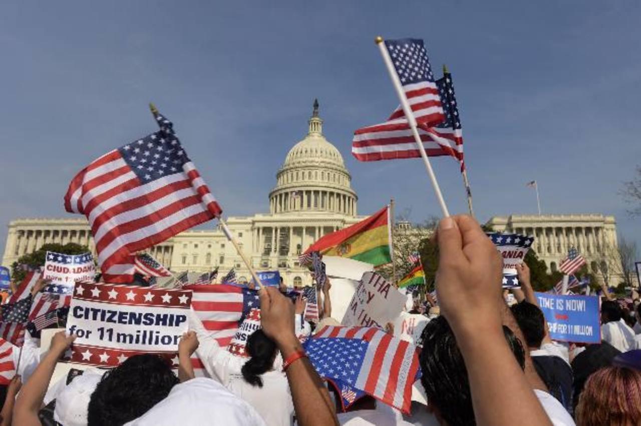 Activistas de diferentes partes de Estados Unidos durante una protesta frente al Congreso en abril de 2013, para reclamar una reforma migratoria. foto edh /archivo