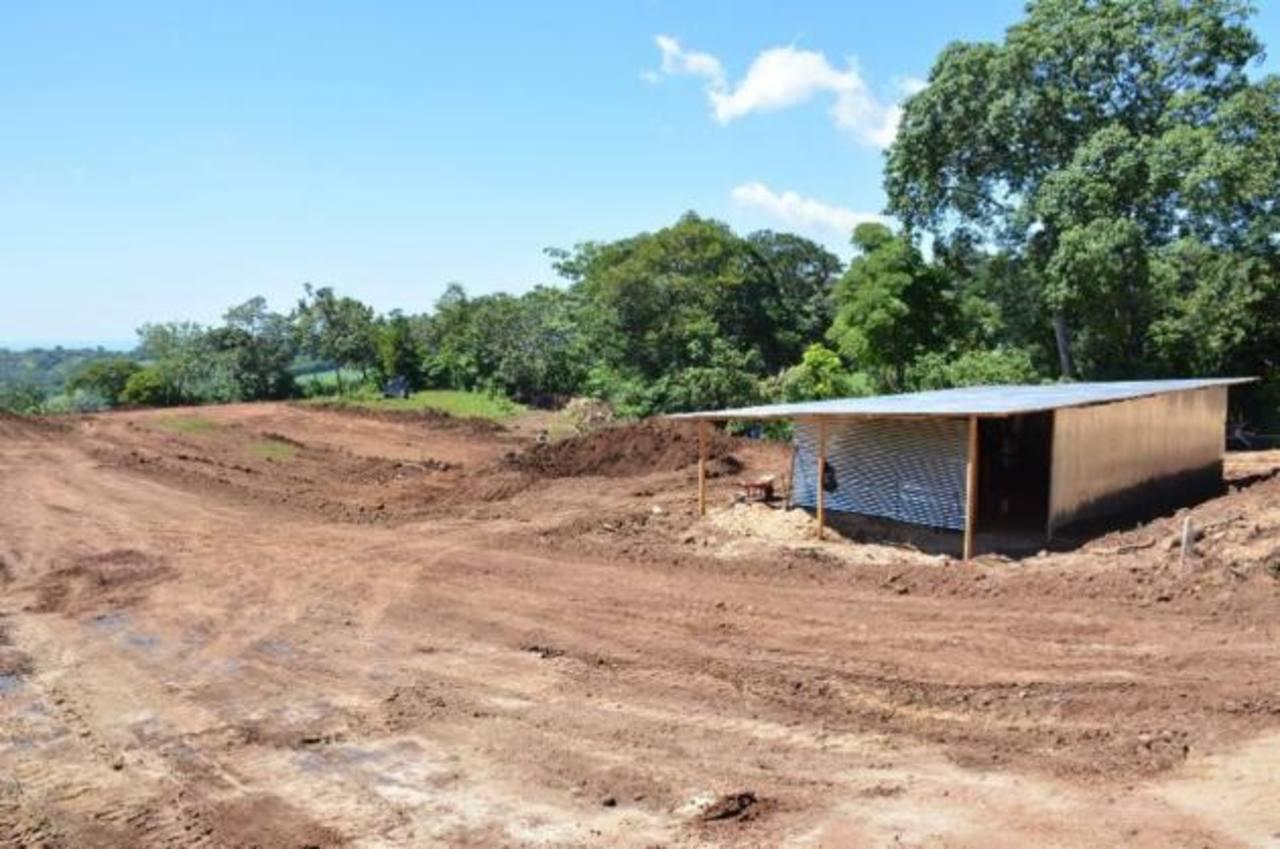 Critican a comuna de Guaymango por construir escuela