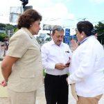 Mariella Peña, Carlos Reyes y Margarita Escobar llegaron a la estación frente al Parque Infantil. foto edh / Mauricio Cáceres