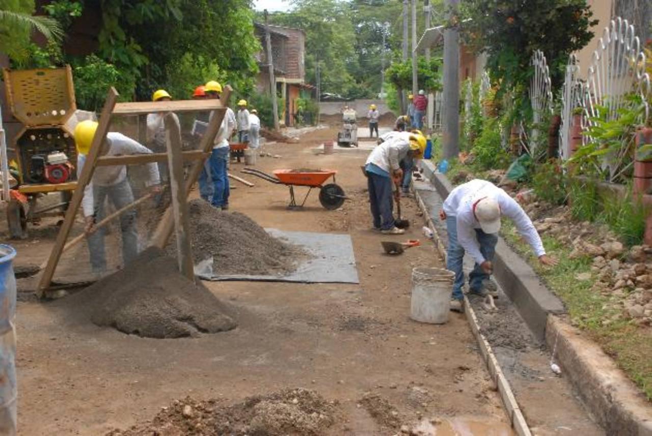 Los trabajos será retomados a partir de este día, según las autoridades de la comuna. Vecinos piden que haya presencia de la Policía en la medida de lo posible, del ejército. foto edh