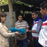 La diputada Ana Vilma de Escobar y el alcalde Alejandro Nóchez entregaron mosquiteros en el cantón Zapote Alto, en Ayutuxtepeque. Foto EDH / cortesíaEl candidato Roberto Avilés (al centro) durante el encuentro en la JRN de San Salvador. Foto EDH / tw