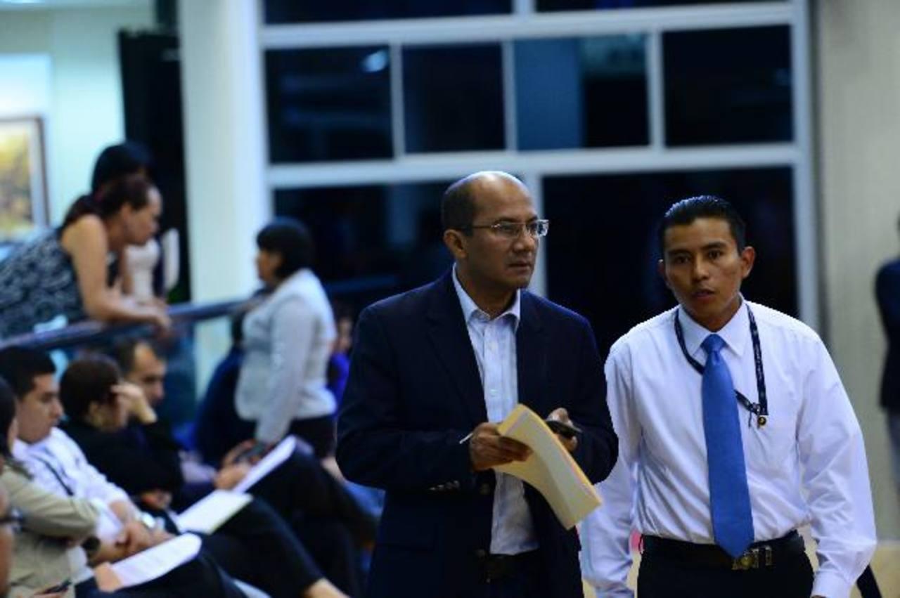 El asesor tricolor asegura que el otro año habrá iliquidez del gobierno y además habrá mora del pago a proveedores. Foto EDH / Jorge Reyes