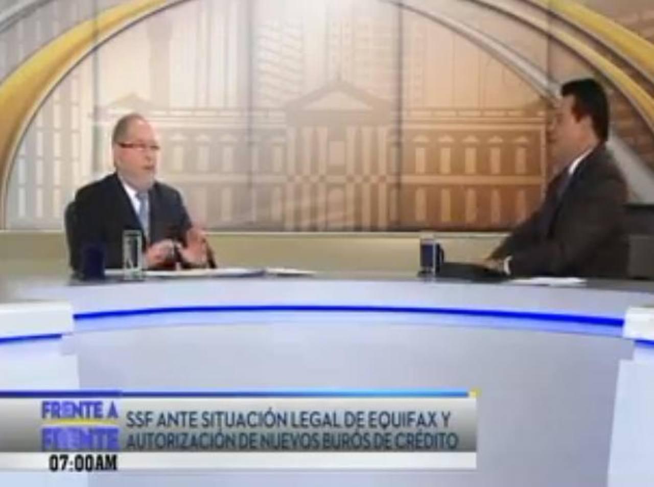 El superintendente del Sistema Financiero, Ricardo Perdomo, concedió ayer por la mañana una entrevista al programa de televisión Frente a Frente. Foto EDH