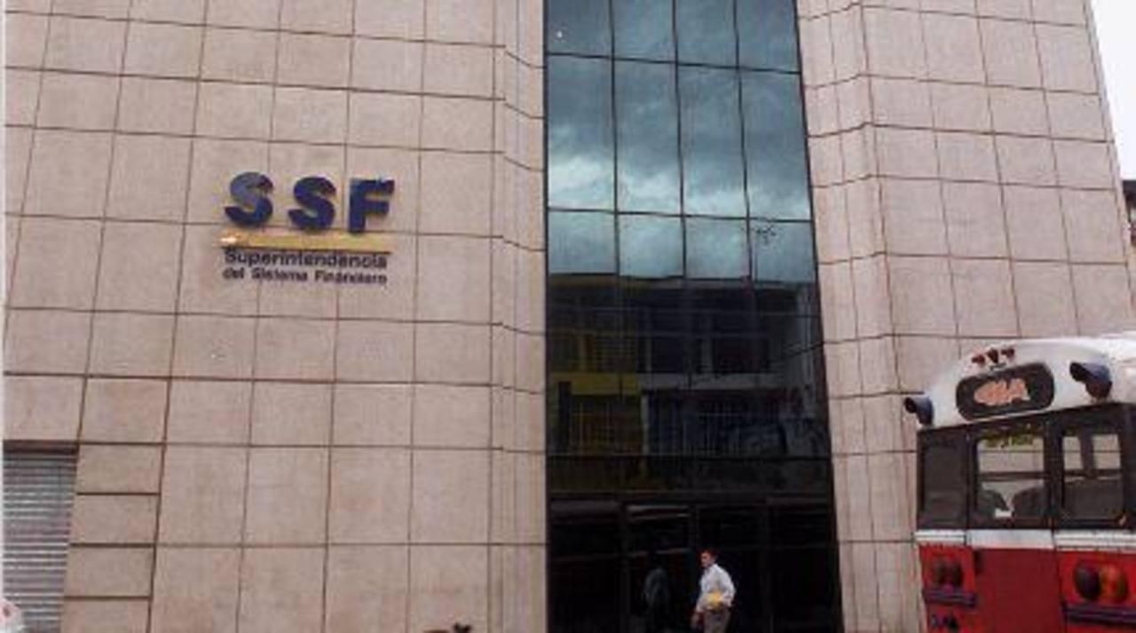La Superintendencia autoriza a dos buró de crédito para operar en el país