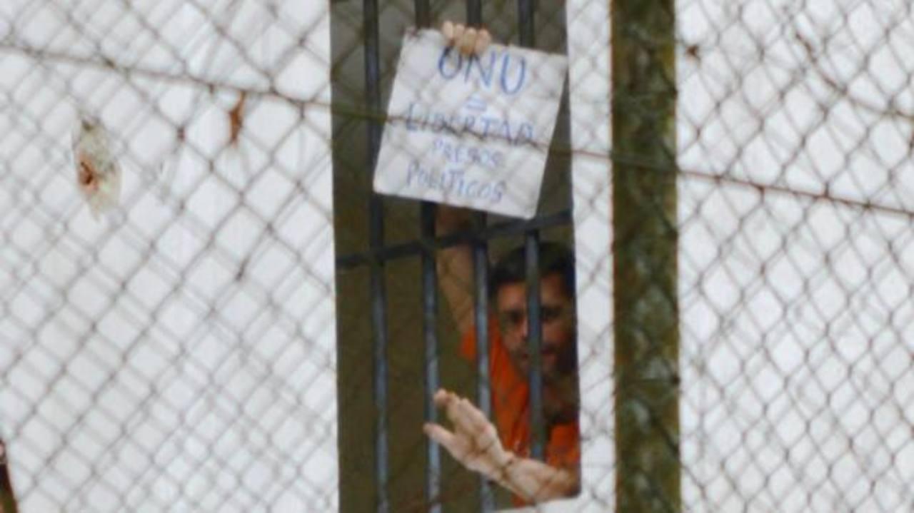 Foto de octubre 16 del líder opositor, Leopoldo López, exigiendo la libertad de todos los presos políticos. foto edh / infobae.