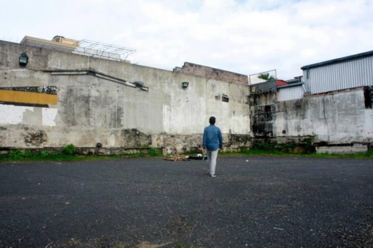 """Poker en la realización de: """"El grafiti no es nada"""", como parte de las intervenciones de Adapte. Foto EDH /Cortesía"""