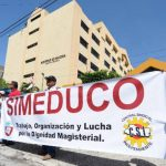 Sindicatos de profesores han llegado al Ministerio de Hacienda para exigir fondos para la revisión salarial. Foto EDH / archivo