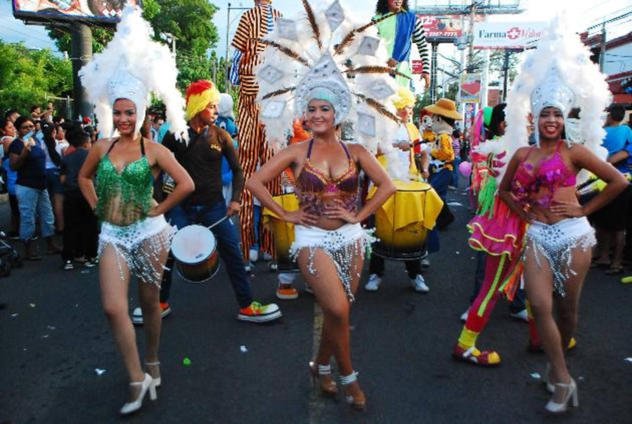 Alegría, colorido, gracia y belleza abundaron en el desfile que marcó el comienzo de las celebraciones de La Perla de Oriente.