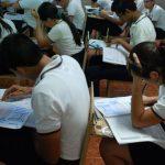 Los estudiantes que realizaron la Paes Extraordinaria conocerán los resultados el próximo 15 de diciembre. Los que reprobaron tienen oportunidad en 2015. FOTO EDH/ ARCHIVO