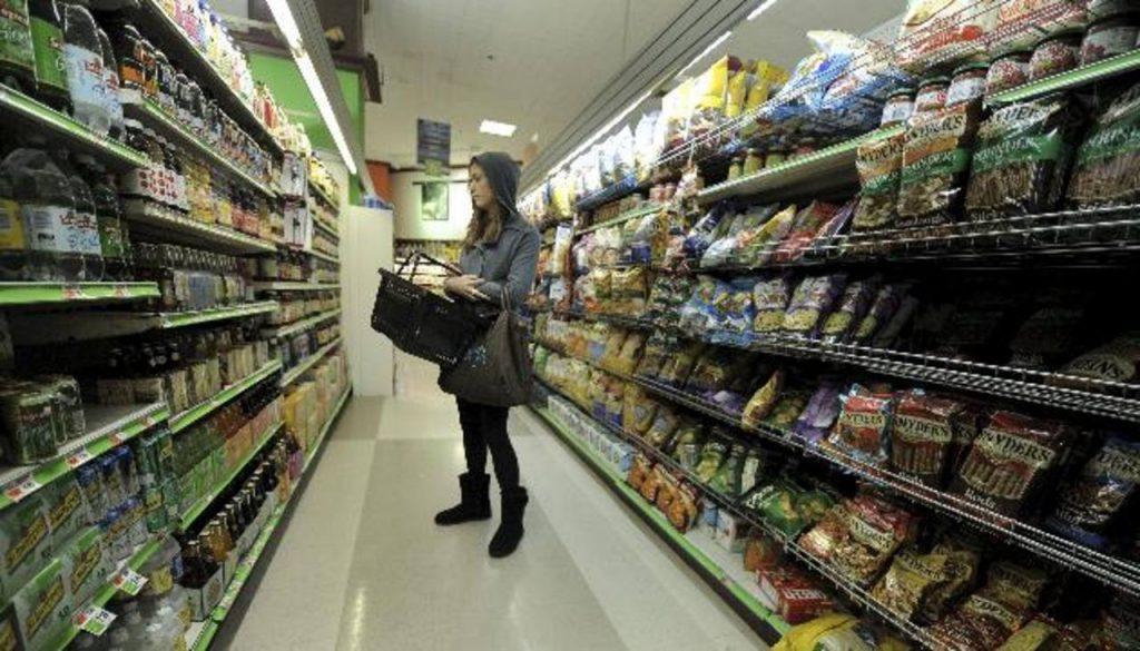 Precios al consumidor en EE.UU. registran mayor caída en seis años