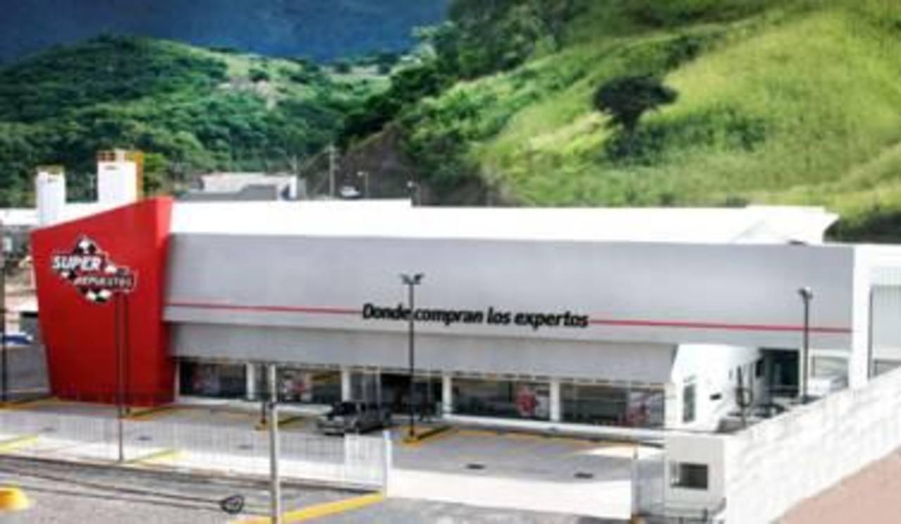 Súper Repuestos ha invertido 3.5 millones de dólares en la apertura de tres nuevas sucursales en los últimos 4 años en El Salvador.