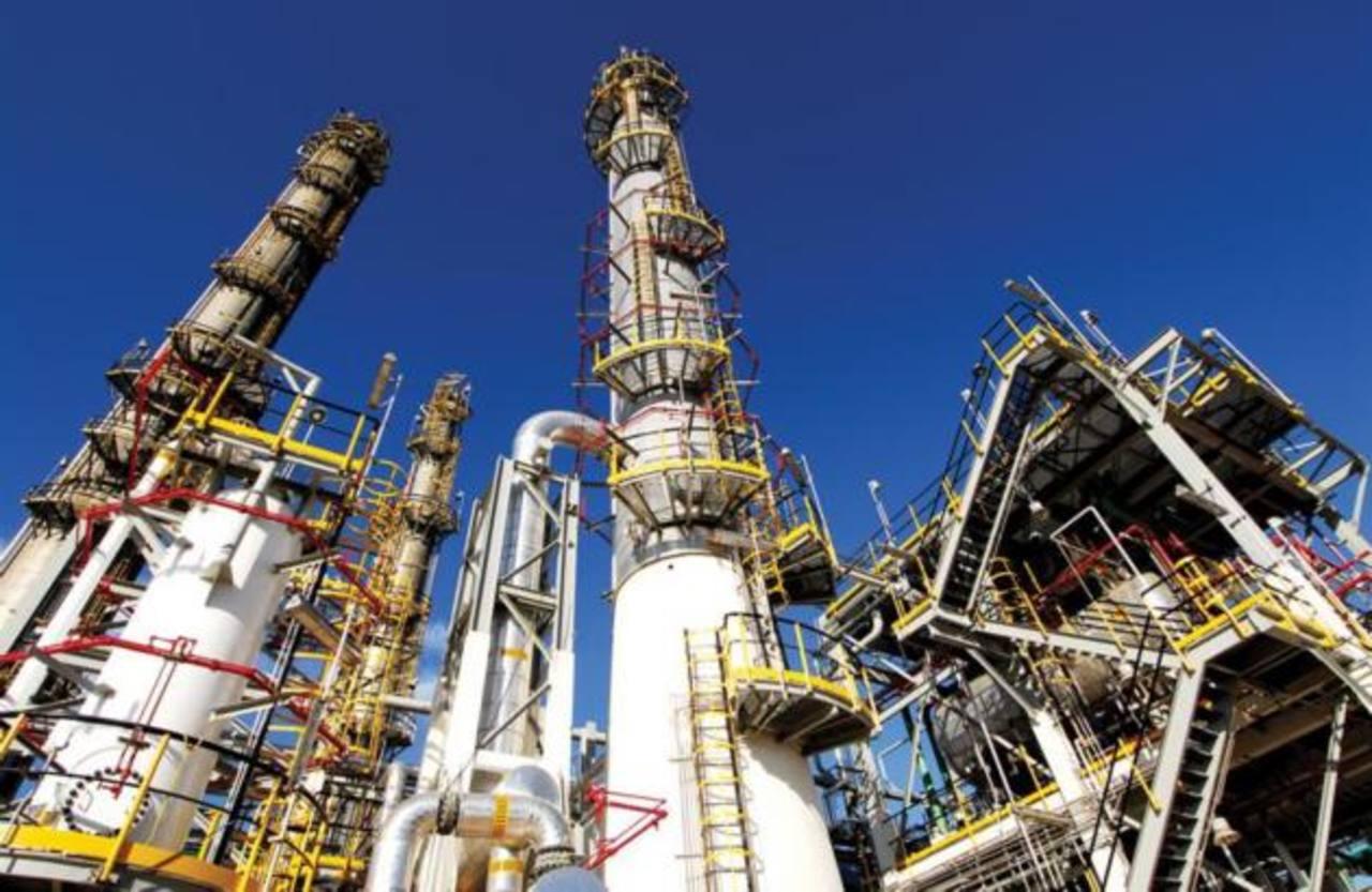 El conglomerado industrial Alfa opera a la petroquímica Alpek, a la productora de autopartes Nemak, a Sigma Alimentos, a la telefónica Alestra y a la firma de hidrocarburos Newpek.